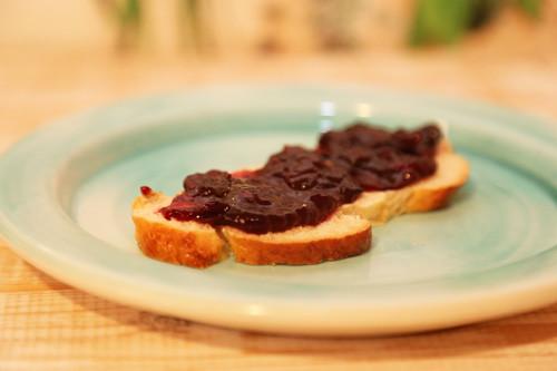 Thermomix Heidelbeer-Marmelade auf Hefezopf
